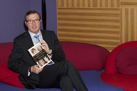 Kromě toho, že Andrew Morton sepsal knihu popisující detaily ze života princezny Diany, tak je mimo jiné autorem memoárů Moniky Lewinské či Toma Cruise.