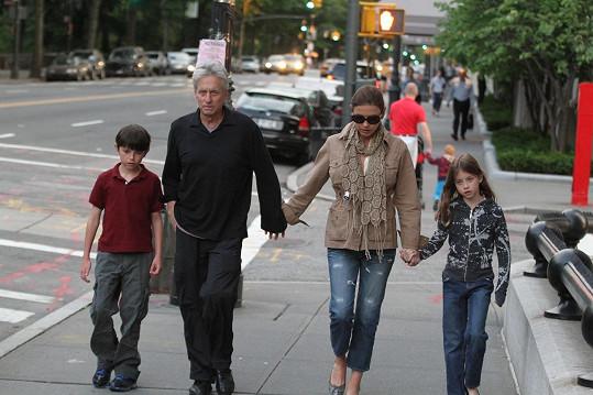 Slavní herci spolu mají syna Dylana s dceru Carys (červen 2011).