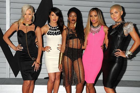 Simone (uprostřed) s ostatními členkami skupiny G.R.L.