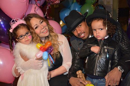 Manželé s jejich dvojčaty Monroe a Moroccanem