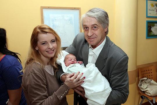 Poslední fotka Ivety Bartošové s vnukem Rychtáře