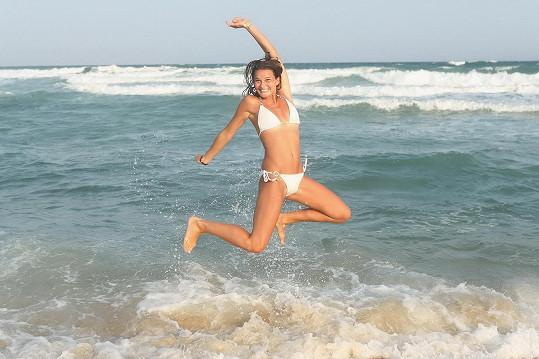 Takhle skáče ve vlnách.