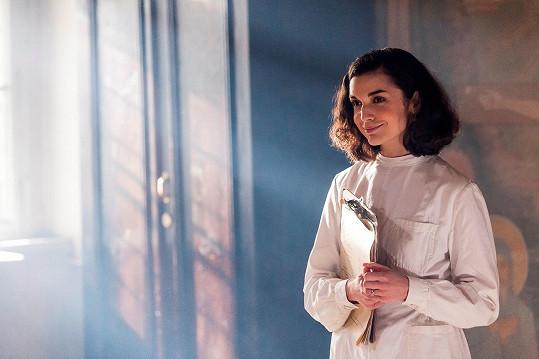 Brigita hraje Elišku Valentovou, která studuje medicínu.