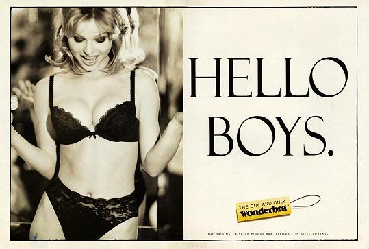 Eva Herzigová ve svém nejslavnější reklamě na podprsenku