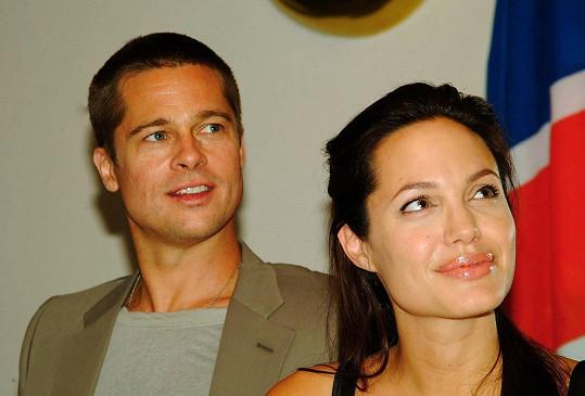 Pár na návštěvě Namibie v červnu 2006, kde se stali pyšnými rodiči adoptivní Shiloh.