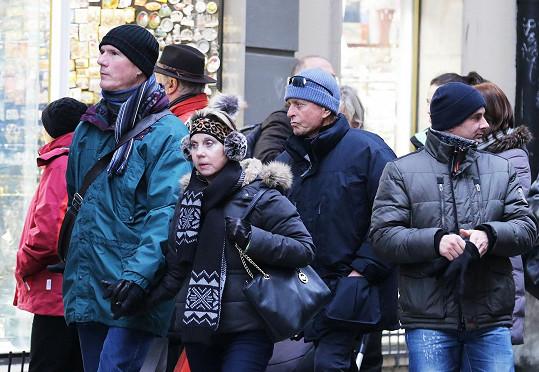 Mezi turisty se hollywoodský herec ztrácel.