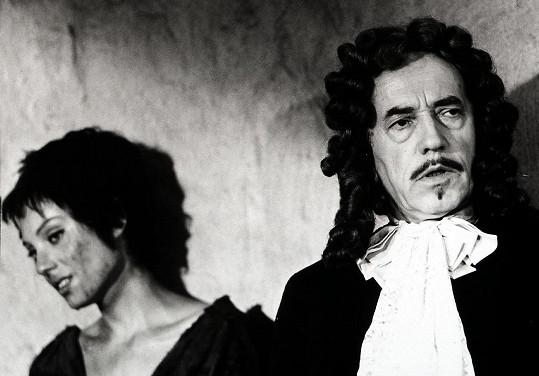 Soňa Valentová s Vladimírem Šmeralem ve filmu Kladivo na čarodějnice (1969)