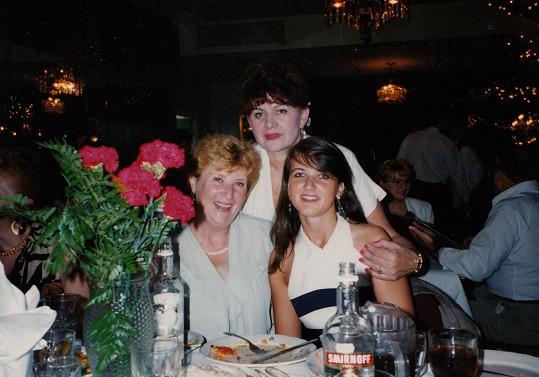 Takto vypadala Valeria (vpravo) v době, kdy se u ní nemoc ještě nevyvinula.
