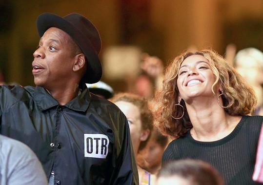 Jay-Z se s Beyoncé na akci skvěle bavil.