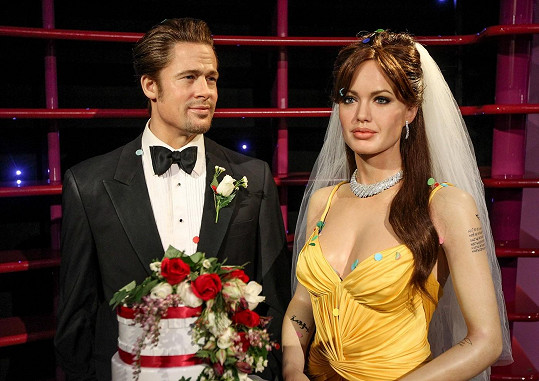 Takhle si svatbu Angeliny a Brada představují v muzeu voskových figurín v Sydney.