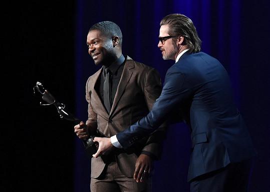 David Oyelowo převzal cenu za převratný herecký výkon od slavnějšího kolegy.