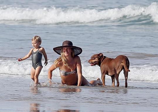 Slavná Brazilka odjela s rodinou na dovolenou na Kostariku.
