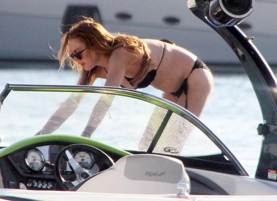 Lindsay si oblíbila jízdu na vodním skútru.
