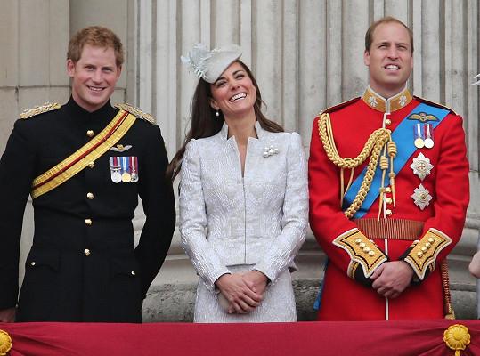 Princ Harry v anketě porazil i miláčky národa Williama a Kate.