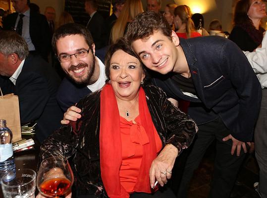 Bohdalovou přišli podpořit i její vnuci Marek a Vojtěch.
