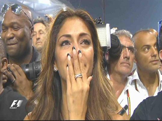 Nicole Scherzinger se rozplakala dojetím poté, co se Lewis Hamilton stal mistrem světa v závodech F1.