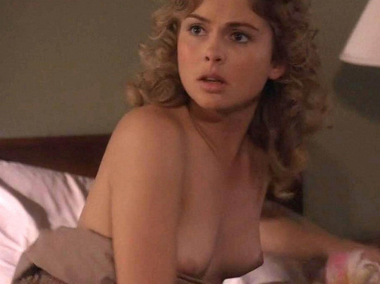 Nahoty se nebojí ani Rose McIver známá z filmu Petera Jacksona Pevné pouto.