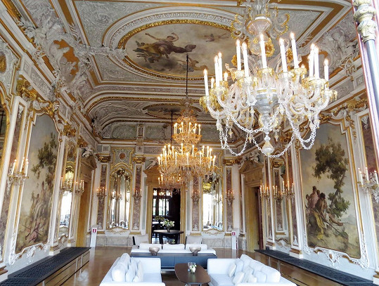 George a Amal si řekli ano v luxusním paláci Cavalli.