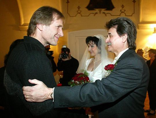 Country zpěvák Jiří Brabec (vpravo) se zastřelil kvůli dluhům.