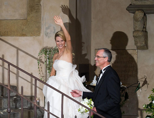 Moderátorka si svou druhou svatbu užívala plnými doušky.