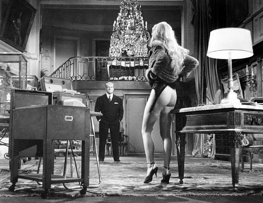 Ve filmu V případě neštěstí Bardot ukázala zadeček.