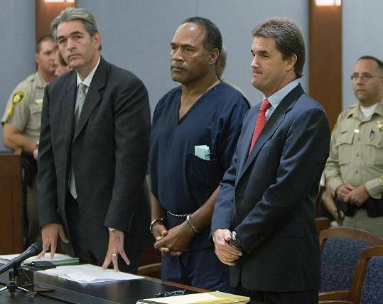 O. J. Simpson se měl ve věznici intimně sblížit s transsexuálním mužem s HIV.