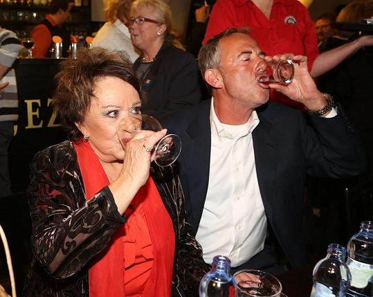 Jiřina svůj úspěch náležitě oslavila.