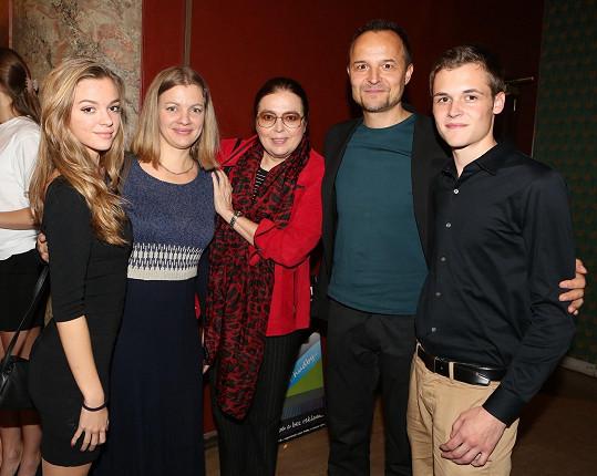 S maminkou Emmou, dcerou, manželem Petrem Rajchertem a jeho synem