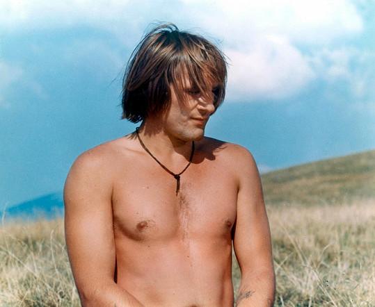 Urostlý Depardieu měl jako začínající herec v roce 1974 štíhlou postavičku.