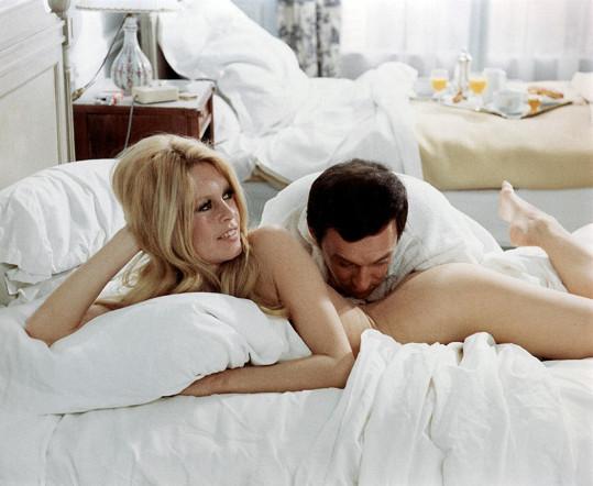 Sexy scény z filmu Ženy (1969)
