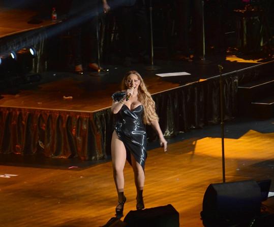 Mariah Carey nezvolila své kostýmy úplně šťastně.
