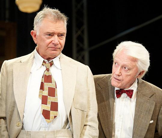 Martin Shaw je stále aktivní na divadelních prknech.