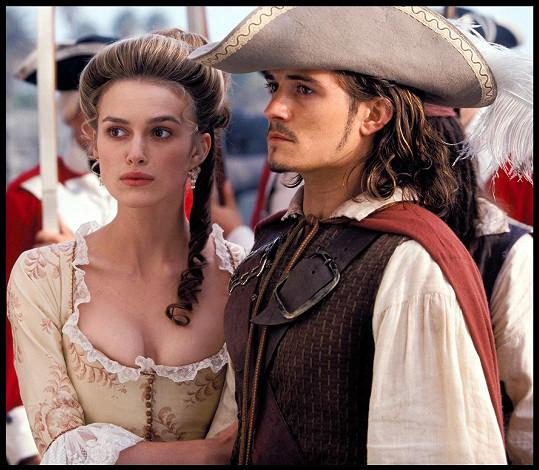Orlando Bloom a Keira Knightley ve filmu Piráti z Karibiku: Prokletí Černé perly.