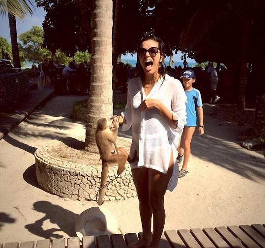 Eva Longoria s agresivní opicí