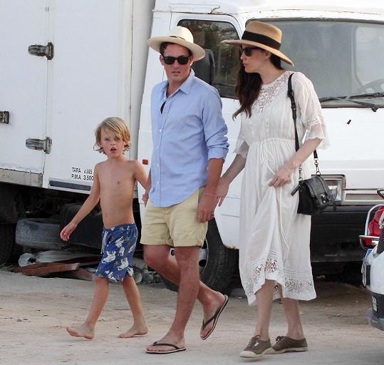 Liv Tyler s Davem Gardnerem a jejím synem Milem na Formenteře