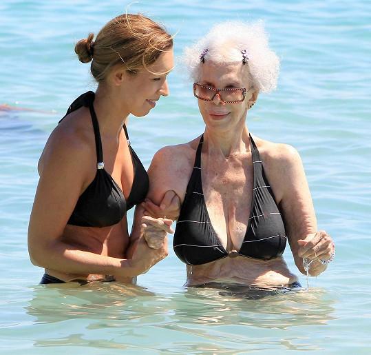 Ještě loni se vévodkyně z Alby koupala v moři.