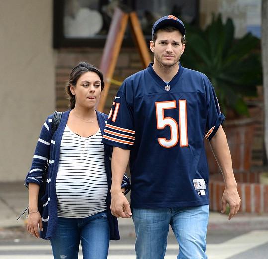 Mila Kunis se snoubencem Ashtonem Kutcherem