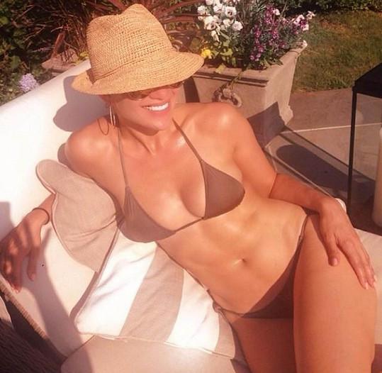 Jennifer má i ve 44 letech dokonalé tělo.