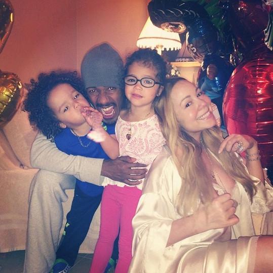 Poslední společná rodinná fotka z června letošního roku, kdy Mariah Carey slavila Den otců.
