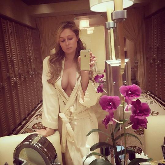 Paris Hilton a její lázeňské selfie.