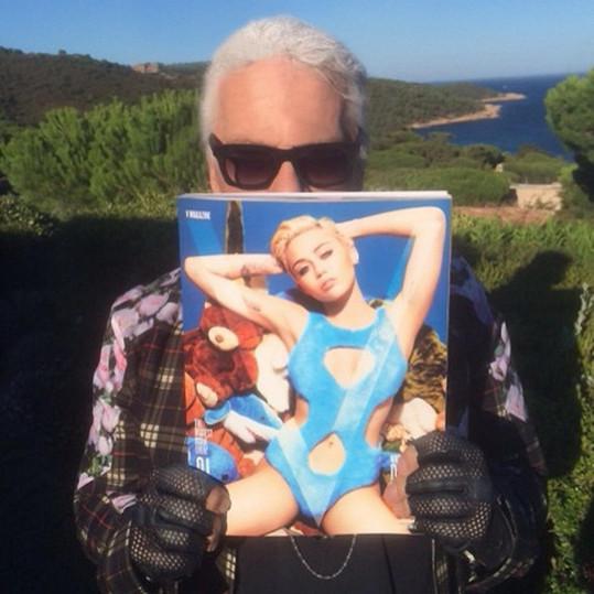 Se svým fotografickým počinem se na sociální síti pochlubil i Karl Lagerfeld.