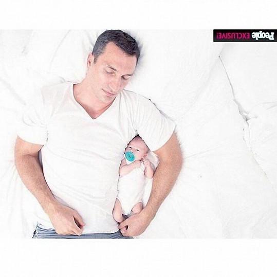 Vedle svého táty se bude Kaya cítit v bezpečí.