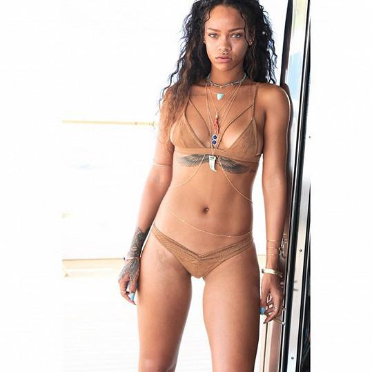 Rihanna na snímcích z dovolené ve Francii