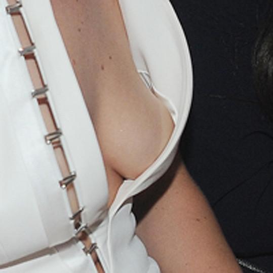 Jennifer Lawrence si vzala velmi odvážné šaty.