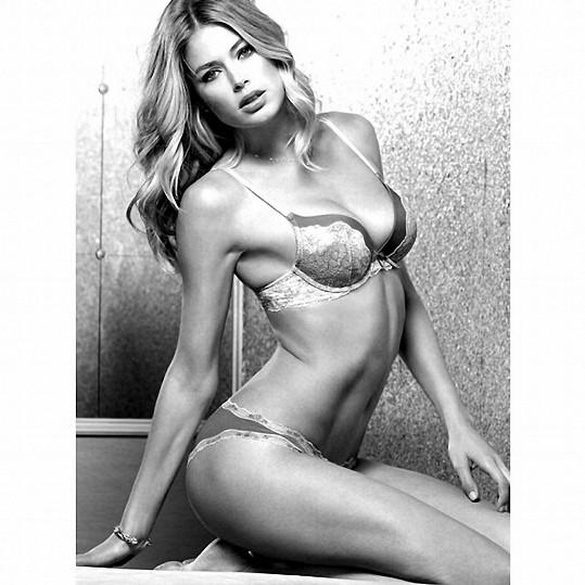 Modelka má v repertoáru opravdu žhavé kousky.