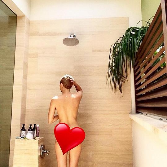 Miley potěšila fanoušky fotkou ze sprchy.