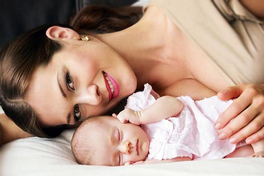 Jana Doleželová si nechala vyfotit dvojportrét s dcerou Veronikou.