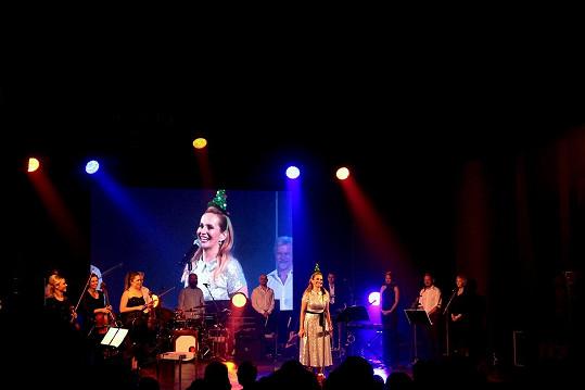 Na prvním koncertě v Ostravě měla monika několikaminutový standing ovation.