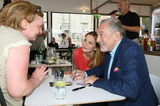 Ivana Gottová s Karlem Gottem na autogramiádě rozdávali úsměvy.