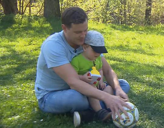 Veselý se nyní pochlubil poprvé svým synem Ondrou.